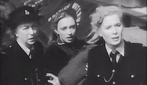 Blonde Bait #3 - On the run: 'Gran' Ramsey (Thora Hird), Marguerite Chavez (April Olrich) and Angela Booth (Beverly Michaels)