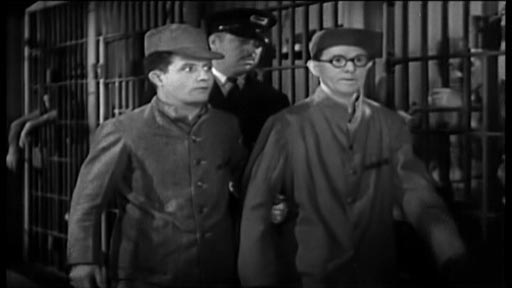 Hold 'Em Jail - Curley (Bert Wheeler) and Spider (Robert Woolsey)