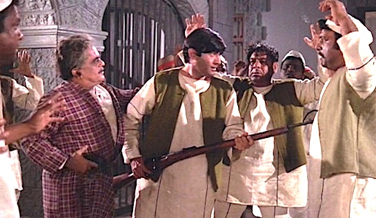 Joshila - Dev Anand (holding rifle) as Amar Kumar, and to his left, in his dressing gown, is Manmohan Krishan as the Jailor