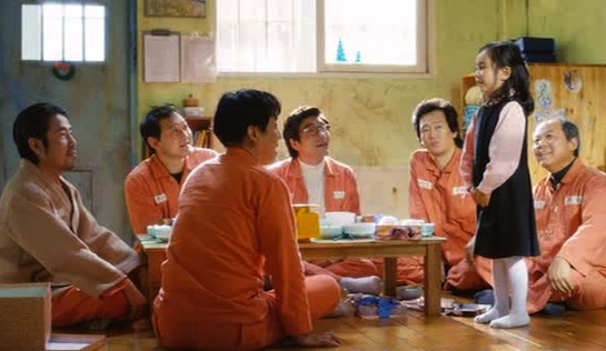 Miracle in Cell No. 7 - From left to right, Oh Dal-su as So Yang-ho, Jung Man-shik as Shin Bong-shik, Ryu Seung-ryong as Lee Yong -gu, Park Won-sang as Choi Chun-ho, Kim Jung-tae as Kang Man-beom, Kal So-wan as the younger Ye-sung, and Kim Gi-cheon as Elder Seo
