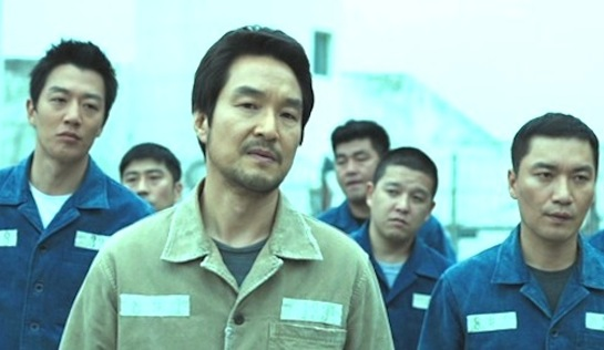 The Prison - Han Suk-Kyu as Jung Ik-ho (front), with (at left) Kim Rae-won as Song Yu-gon and (at right) Jo Jae-yoon as Hong-pyo