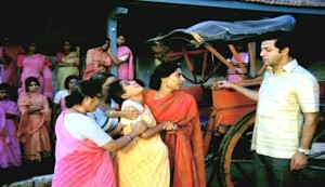 Umbartha #3 - Mangala (in yellow sari) is helped by Superintendent Sulabha Mahajan (in red, Smita Patil) with Girish Karnad as her husband Subhash Mahajan at right